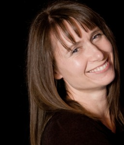 Stina Lindenblatt author photo small-1